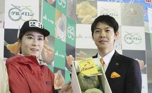Les deux melons Yubari, adjugés pour 3,2 millions de yens le 26 mai 2018 au Japon.