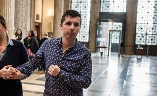 Marin (R),accompagné d'une proche, arrive au Palais de Justice de Lyo / AFP PHOTO / JEFF PACHOUD