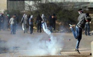 Heurts entre jeunes Palestiniens et soldats israéliens près de Betuna, à Jérusalem-Est, le 6 novembre 2014