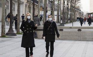 Sur les Champs-Elysées à Paris, le 6 mars 2020.