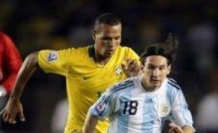 Toujours en première période, l'Argentin Messi se procurait lui aussi une bonne occasion d'ouvrir le score: entré dans la surface après un raid solitaire, son tir croisé était contré par un défenseur brésilien.