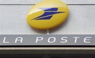 La Poste signera mardi avec l'Etat un contrat de service public pour 2008-2012, qui confirme ses principales missions, alors que se profile la libéralisation totale du marché du courrier en 2011 et que la direction de l'établissement public envisage d'ouvrir son capital.