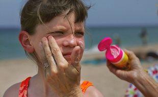 L'association de consommateurs UFC-Que Choisir a dénoncé «de graves carences» en termes de protection aux UV dans plusieurs produits solaires pour enfants.