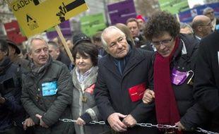 """Le président de la Confédération des petites et moyennes entreprises (CGPME), Jean-François Roubaud (2e droite), manifeste avec d'autres patrons pour """"libérer"""" les entreprises, le 1er décembre 2014 à Paris"""