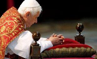 Benoît XVI lors de la célébration du Vendredi Saint à la basilique St Pierre, le 2 avril 2010