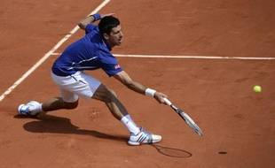 Novak Djokovic, le N.1 mondial, a concédé son premier set du tournoi, mais s'est qualifié sans trop de mal pour les quarts de finale de Roland-Garros, en dominant lundi l'Allemand Philipp Kohlschreiber en quatre sets 4-6, 6-3, 6-4, 6-4.
