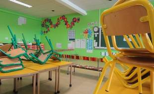 En maternelle, Grégory attend une AVS (illustration).