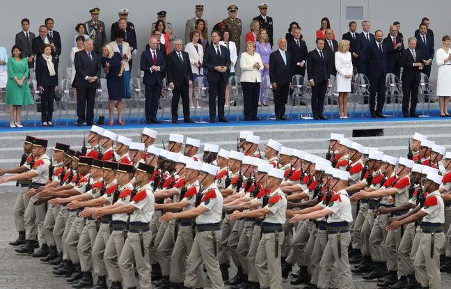Des soldats défilent devant la tribune présidentielle place de la Concorde dimanche 14 juillet 2019.