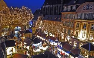 La place Jeanne d'Arc lors du marché de Noël de Colmar. Elle accueille les produits du terroir.