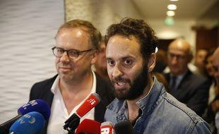 Le photojournaliste Mathias Depardon, aux côtés de Christophe Deloire, à la tête de Reporters sans frontières, s'adresse pour la première fois aux médias après son retour en France le 9 juin 2017.