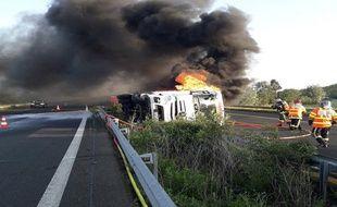 Un camion de denrées alimentaires s'est renversé tôt vendredi matin sur l'A61.