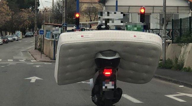 Les gendarmes interceptent un scooteriste qui transportait un matelas