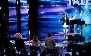 Omar Hasan, sur le plateau de l'émission de M6, La France a un incroyable talent.