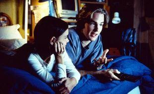 Comme Dawson et Joey, vous êtes calés dans votre canapé ou votre lit pour revoir une de vos séries cultes pendant le confinement, mais laquelle ?