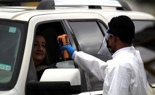 Les visiteurs qui arrivent à Ciudad Juarez sont testés par les autorités de santé mexicaines.