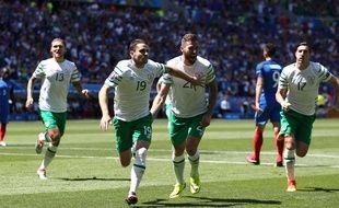 Les Irlandais célèbrent leur but contre la France, le 26 juin 0216, à Lyon.