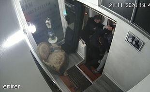 Photo de vidéosurveillance des locaux de Michel Zecler le 27 novembre 2020 à Paris.