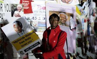 """La présidence sud-africaine a démenti jeudi soir des informations selon lesquelles l'ex-président Nelson Mandela était plongé la semaine dernière dans """"un état végétatif"""", ce qui aurait poussé sa famille à envisager de débrancher les appareils qui le maintiennent en vie."""