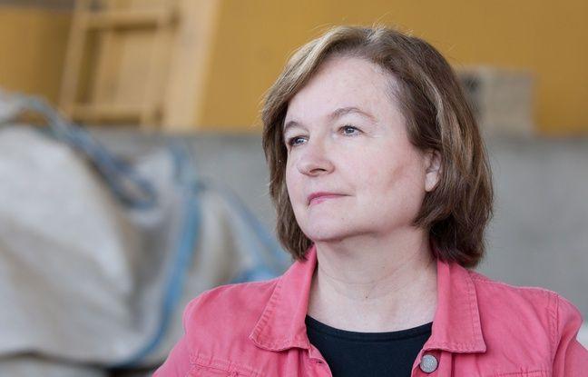 Nathalie Loiseau, en campagne pour la liste LREM dans une exploitation agricole d'élevage bovin en Saône-et-Loire, le 20 avril 2019.