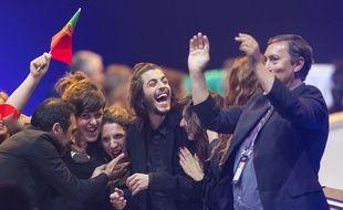 La délégation portugaise, avec le chanteur Salvador Sobral (au centre), après l'annonce de la qualification du Portugal pour la finale.