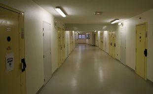 Un couloir dans un quartier de détention de la prison de Sequedin, dans le Nord.
