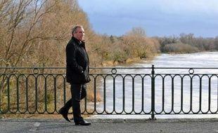 L'ancien patron de presse Jean-François Kahn a affirmé lundi que le socialiste Dominique Strauss-Kahn, ancien patron du FMI, lui avait confié avoir voté pour François Bayrou au premier tour de la présidentielle de 2007, et non pas pour Ségolène Royal, la candidate du PS.