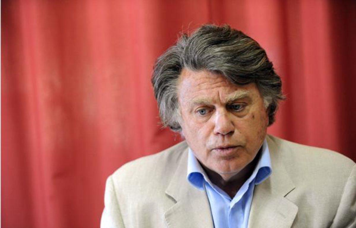 Gilbert Collard, candidat du Rassemblement Bleu Marine aux législatives dans le Gard, à Gallician, le 11 mai 2012. – SYLVAIN THOMAS / AFP