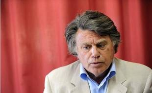 Gilbert Collard, candidat du Rassemblement Bleu Marine aux législatives dans le Gard, à Gallician, le 11 mai 2012.
