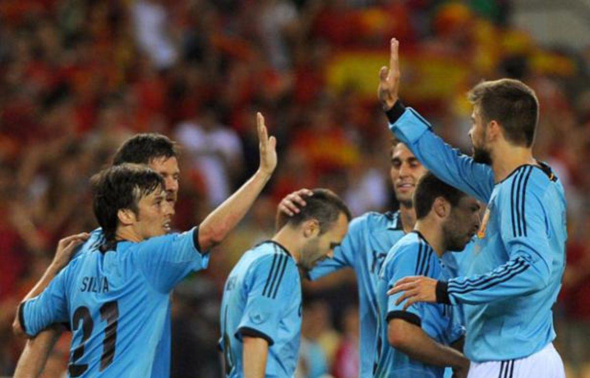 L'équipe d'Espagne célèbre un but marqué contre l'équipe chinoise lors d'un match de préparartion à l'Euro le 3 juin 2012. – Jorge Guerrero / AFP