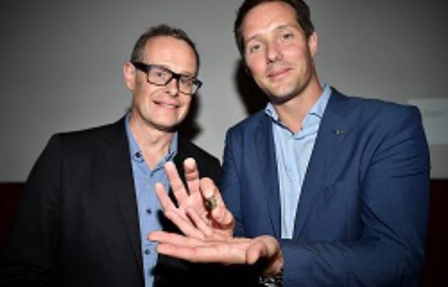 Le planétologue Sylvestre Maurice et Thomas Pesquet tenant la fameuse