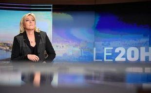 La présidente du FN Marine Le Pen, le 9 avril 2015 sur le plateau du 20h00 de TF1