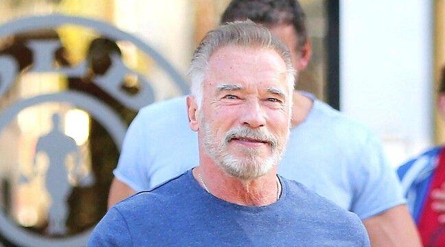 Arnold Schwarzenegger s'est fait vacciner contre le Covid-19 comme au drive-in