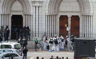 Un homme a tué trois personnes à la basilique Notre-Dame à Nice