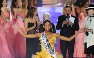 Le Puy du Fou a reçu le concours en 2008 et c'est Chloé Mortaud qui avait élue Miss France 2009.