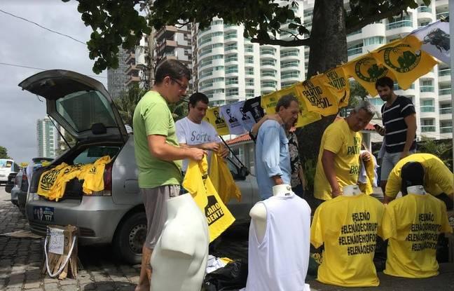 Devant la résidence de Jair Bolsonaro, à Rio de Janeiro, le 28 octobre 2018.