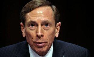 Le directeur de la CIA David Petraeus a annoncé vendredi sa démission de la puissante agence de renseignement américaine en raison d'une aventure extraconjugale, mettant fin à une brillante carrière et faisant pâlir l'étoile du héros de la guerre en Irak.