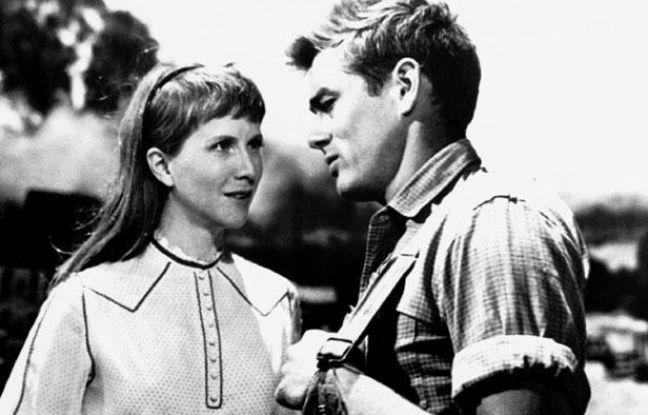 """Julie Harris donnant la réplique à James Dean dans """"A l'Est d'Eden"""", d'Elia Kazan"""