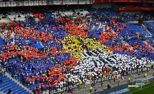 Le virage nord lyonnais a consacré son tifo d'avant-match au Tibet, ce samedi avant OL-FC Nantes.
