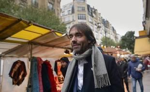 Cédric Villani en campagne à Paris le 10 novembre 2019.