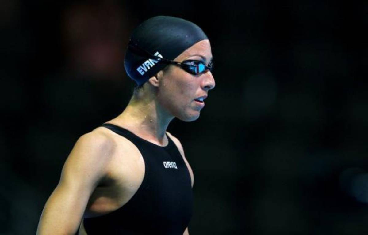 La revenante Janet Evans, 40 ans, a logiquement échoué à se qualifier pour les jeux Olympiques sur 400 m en se faisant éliminer en série du 400 m, mardi lors de la 2e journée des sélections américaines de natation, mais son grand objectif reste le 800 m. – Al Bello afp.com