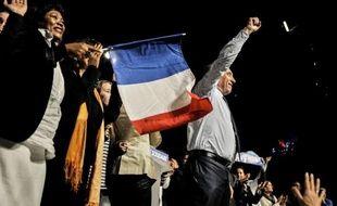 François Bayrou s'est posé lundi à Lyon en défenseur des valeurs et des acquis du Conseil national de la résistance, en dénonçant l'absence de discours de Nicolas Sarkozy et François Hollande sur les menaces qui pèsent sur le modèle social et de service public français.