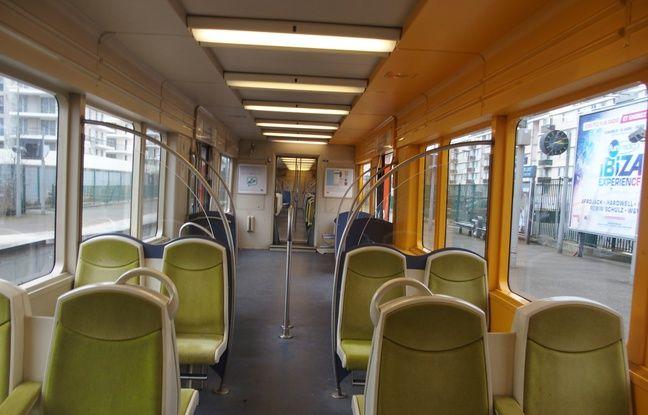 Saint-Germain-en-Laye, le 23 février 2017. La ligne en direction de Saint-Cyr-Lécole, quasi vide à deux minutes du départ.