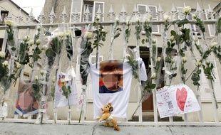 Une photo de Bastien déposée lors d'un hommage à l'enfant, à Germigny-l'Evêque (Seine-et-Marne) en décembre 2011.