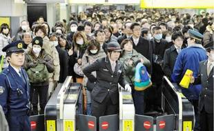 A Tokyo (ici à la gare de Shinjuku), «les gens essaient de rester calmes ».