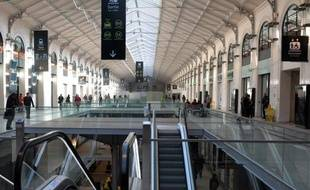 La majeure partie des commerces de la nouvelle galerie marchande de la gare de Paris Saint-Lazare doivent ouvrir vendredi matin, après avoir obtenu l'autorisation de la commission de sécurité
