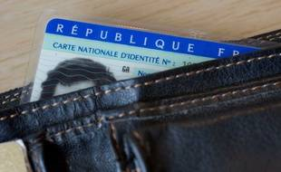 Une carte d'identité dans un portefeuille (illustration).