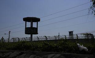 Le mirador d'une prison en Equateur (illustration).