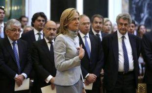 Un juge espagnol a inculpé mardi la fille du roi Juan Carlos, l'infante Cristina, pour fraude fiscale et blanchiment de capitaux présumés, ouvrant une année noire pour une monarchie affaiblie par les scandales et les ennuis de santé du souverain.