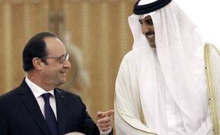 Le président François Hollande et l'émir du Qatar cheikh Tamin ben Hamad Al-Thani le 4 mai 2015 à Doha