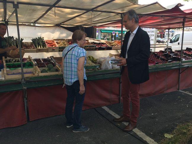 Le maire du Havre, Jean-Baptiste Gastinne, le 23 juin 2020 sur un marché.